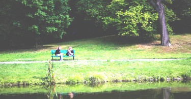 bench couple love people1 375x195 - 7 tips voor een betere communicatie in al je relaties