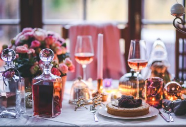 dinner meal table wine1 380x260 - Hoe je december zonder stress doorkomt