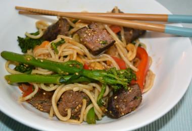 Noodles met biefstuk 1200x715 380x260 - Recept: noodles met biefstuk & bimi