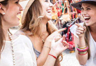 Volgens onderzoek ben je gelukkiger als je niet zo'n groot sociaal leven hebt
