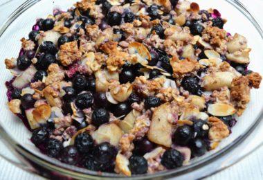 Blauwe bessen crumble ontbijt