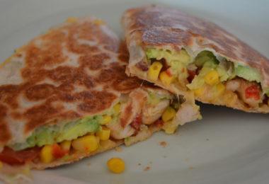 Quesadilla's kip avocado