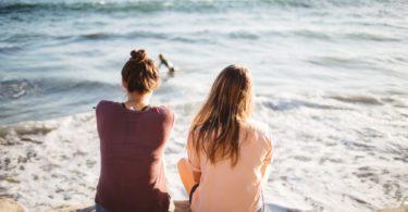 Onderzoek toont aan dat je brein op dezelfde golflengte zit als je beste vriendin