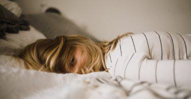 5 manieren om, volgens de experts, beter in slaap te kunnen vallen