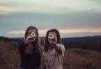 photo 1505483531331 fc3cf89fd382 145x100 - Voor de vrienden die, ook als we even niets van ons laten horen, van ons houden