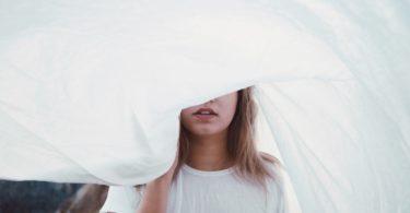 9 dingen die gebeuren als je van iemand houdt die manipulatief is